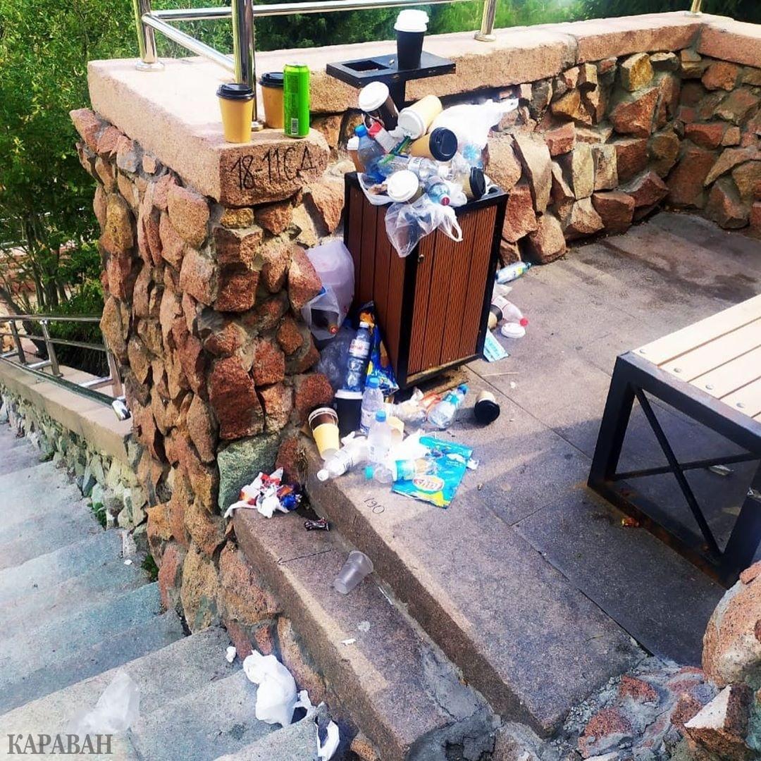 До жути возмущены»: во что превратились ступеньки на Медеу в Алматы -  Новости | Караван