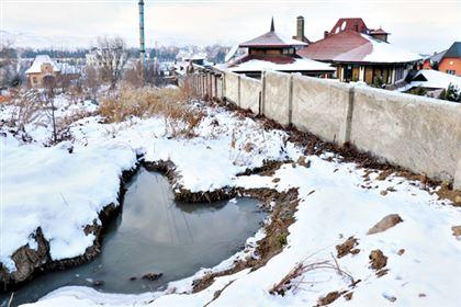 """""""Город не хочет вкладывать в нас деньги"""": на огромный жилой массив может сползти гора"""
